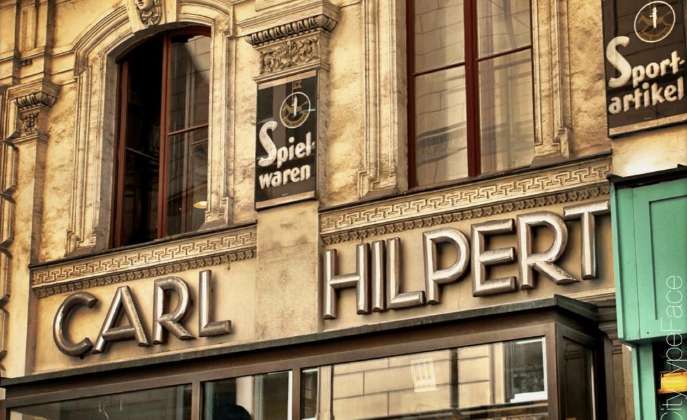 Vienna-Sign-Tour-Carl-Hilpert