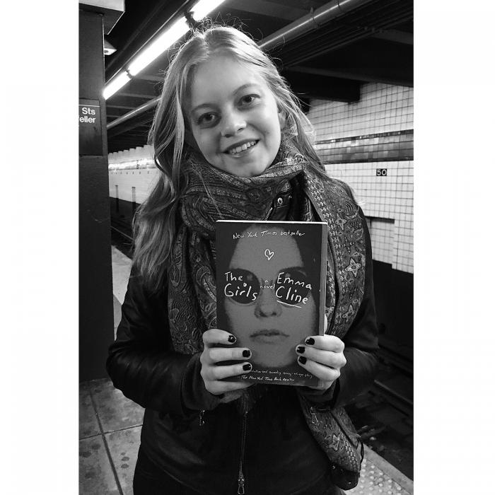 Subway-Book-Review-Girl
