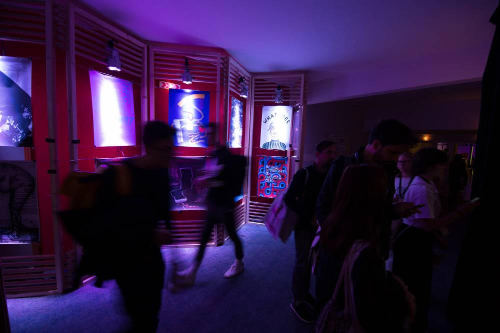onlineprinters-poster-exhibition-Forward-Festival-Vienna