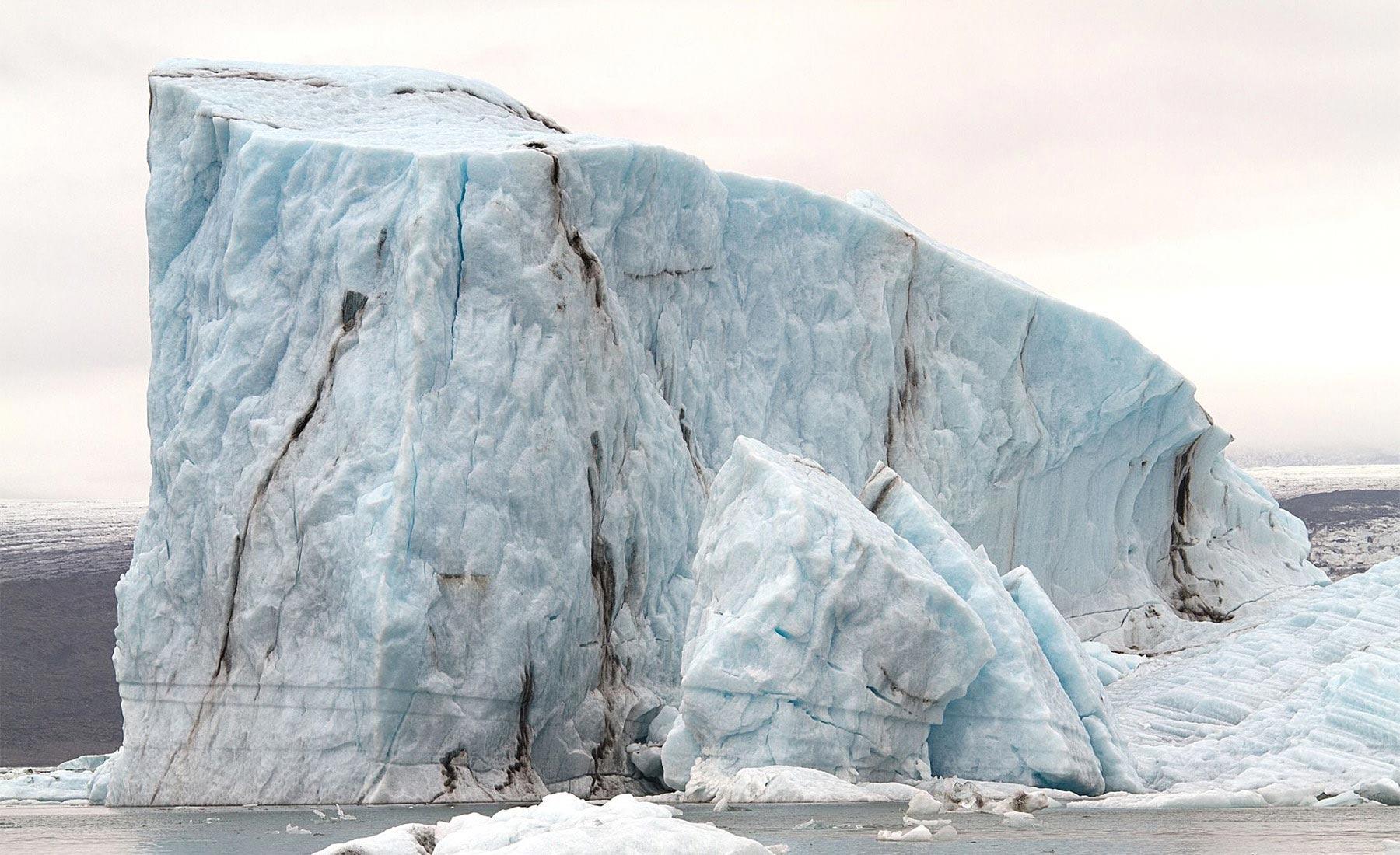 hugo-livet-geometrical-icebergs-01